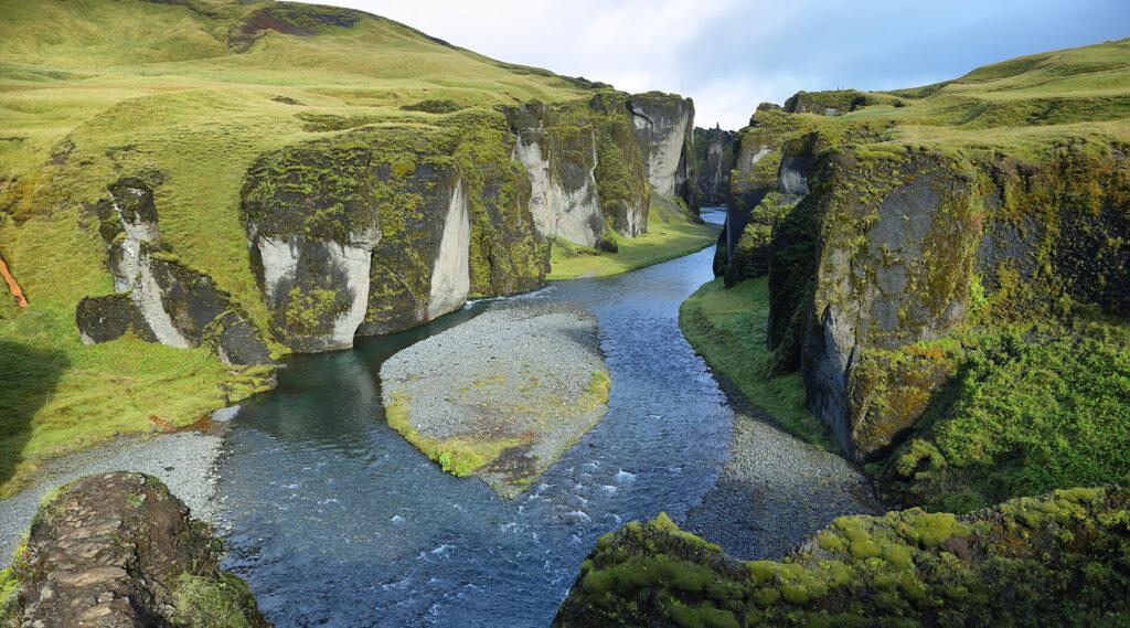 Tortuous form of the Fjaðrárgljúfur canyon