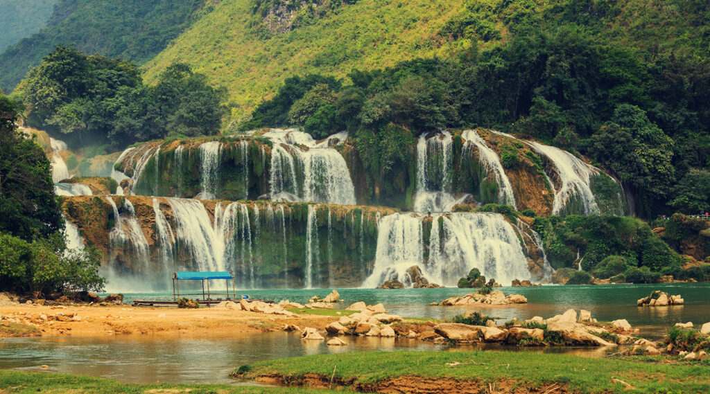 Accumulation of cascades within Ban Gioc – Detian Falls