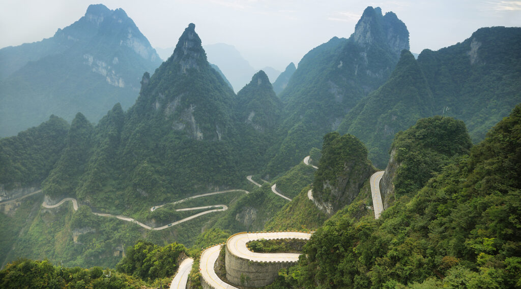 Lace-up series of Tianmen Mountain Road