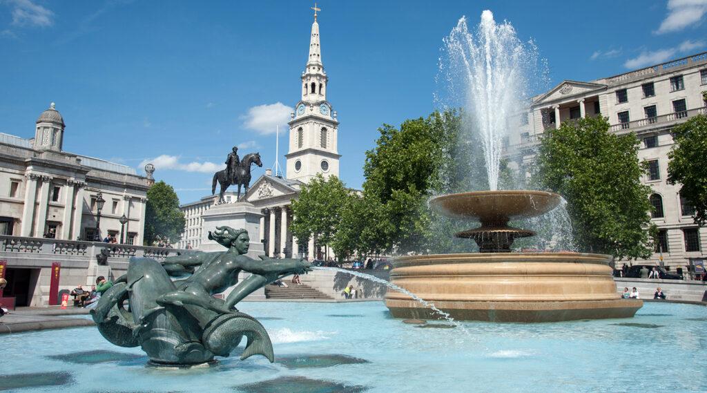 Monumental fountain in the centre of Trafalgar Square